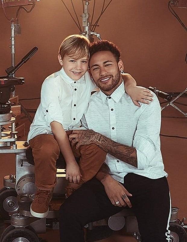 Neymar e o filho, Davi Lucca (Foto: Reprodução/CeA)