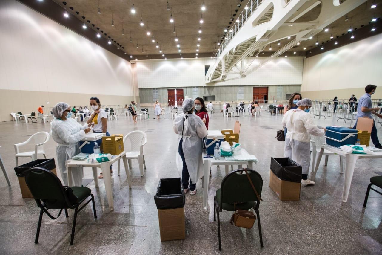 Pessoas que perderam o agendamento vão poder se vacinar contra Covid nesta terça-feira, em Fortaleza
