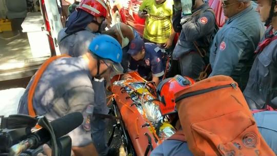 Jovem é resgatado por bombeiros após cair em penhasco de 30 metros em Marília