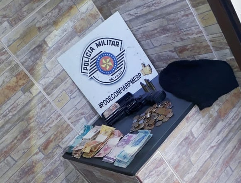 Dois são presos por roubo a farmácia em Roseira — Foto: Divulgação/ Polícia Militar