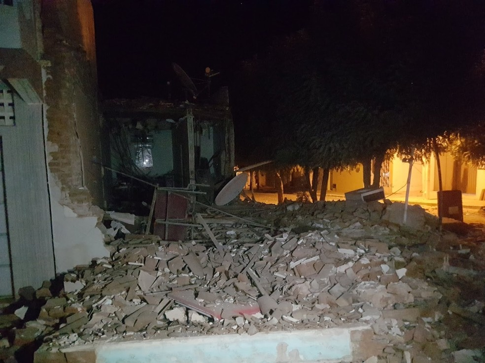 Bandidos explodiram banco em Ouro Branco, no RN. — Foto: Polícia Militar