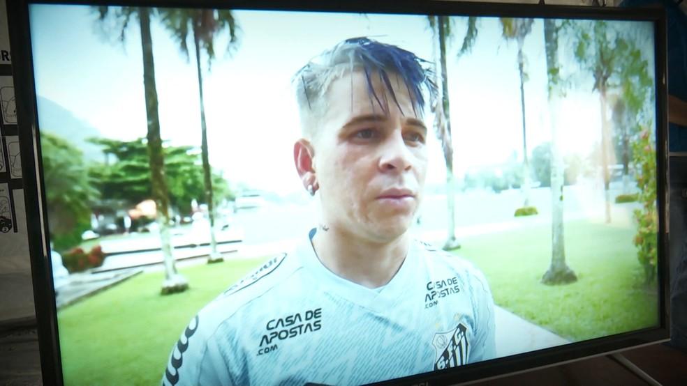 Recado de Soteldo foi exibido em um televisor no abrigo para venezuelanos — Foto: Reprodução/Raimesson Martins/Rede Amazônica Roraima