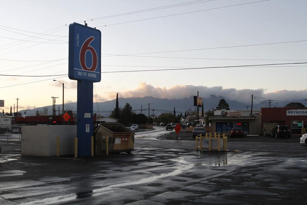 Hotel em El Paso, no Texas, recebe brasileiros que imigraram aos EUA pela fronteira com o México — Foto: Cedar Attanasio/AP Photo