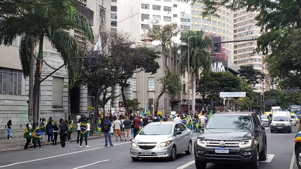 Manifestantes pedem a reabertura do comércio em Belo Horizonte — Foto: Maria Claudia Bonutti/TV Globo