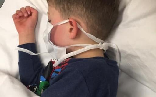 """""""Eu vou morrer?"""", questiona menino de 5 anos após ser infectado"""