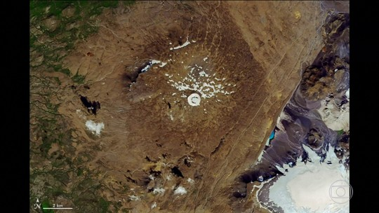 Islândia faz enterro da primeira geleira a desaparecer por causa do aquecimento global