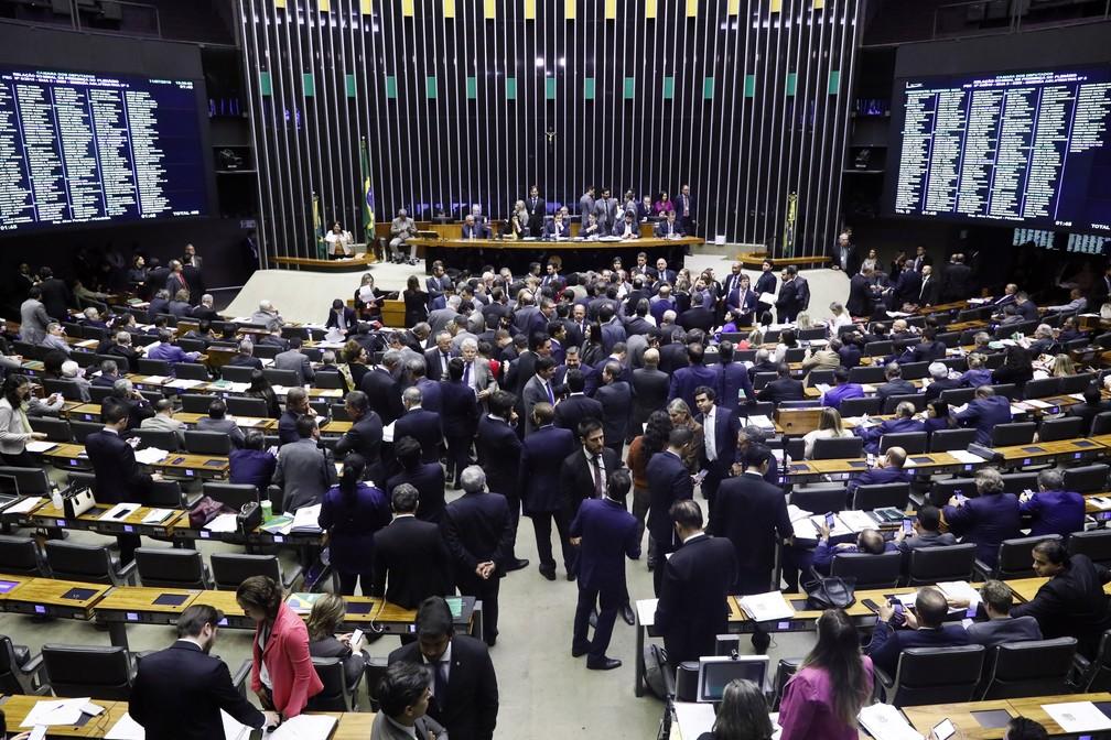 Deputados avançaram na madrugada desta sexta (12) para tentar concluir análise de destaques e emendas apresentadas ao texto-base da PEC da Previdência — Foto: Luis Macedo, Câmara dos Deputados