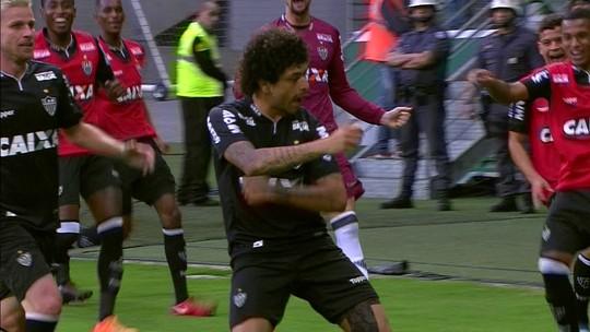 """Amarelado por demorar na comemoração do gol, Luan reclama: """"Fica muito chato"""""""