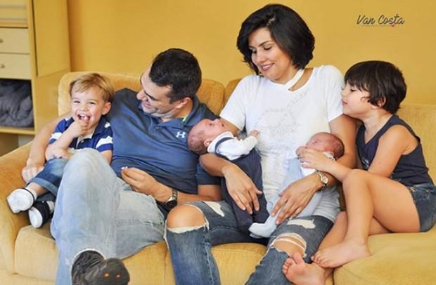 Daniel Saulo e Mariana Felício com os filhos (Foto: Reprodução/Instagram/Van Costa)