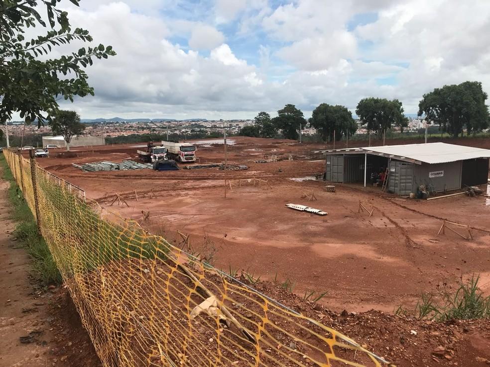 Terreno onde será construído o Hospital do Câncer de Piracicaba passa por terraplenagem (Foto: Roberto Souza/RS Press)