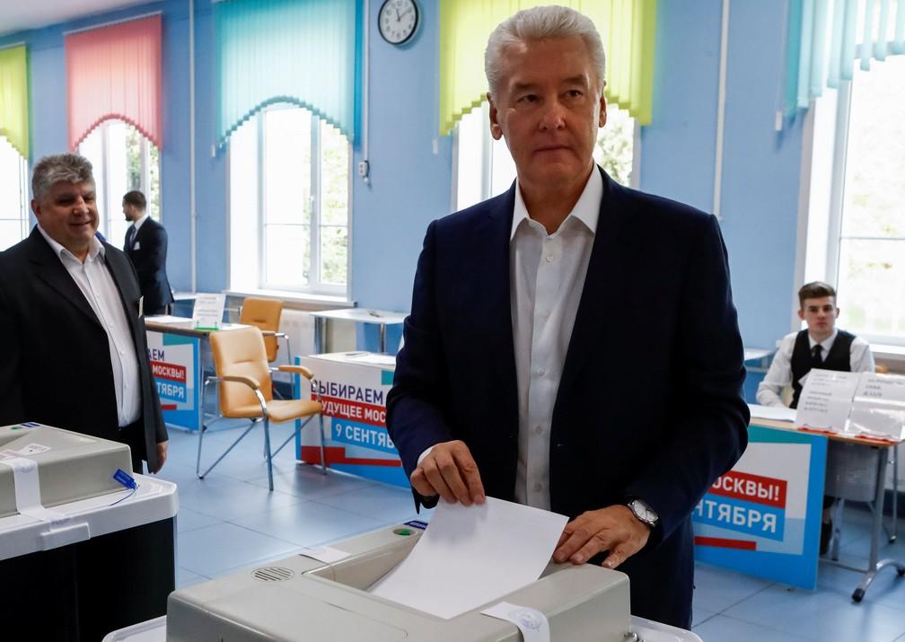 -  Sergei Sobianin, prefeito de Moscou, vota em eleições municipais neste domingo  9   Foto: Sergei Karpukhin/Reuters