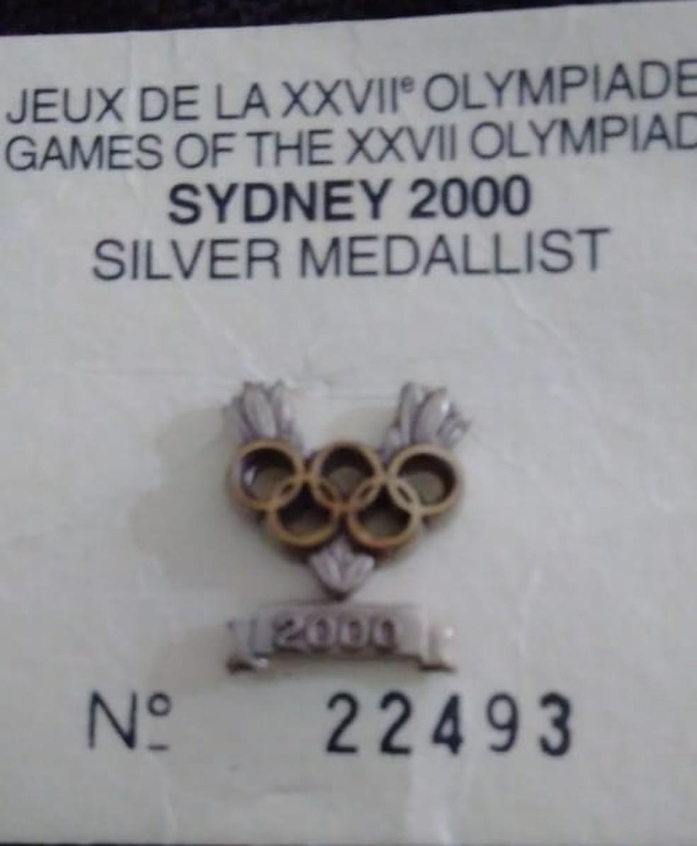 O pin que foi entregue a Cláudio Roberto, em 2003 — Foto: Reprodução