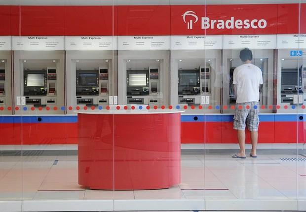 Interior de uma agência do banco Bradesco (Foto: Reprodução/Facebook)