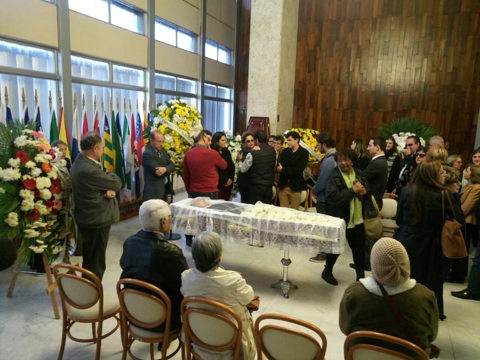 Corpo de Carlos Araújo é velado na Assembleia Legislativa do RS com a presença da ex-presidente Dilma Rousseff (Foto: Jonas Campos/RBS TV)