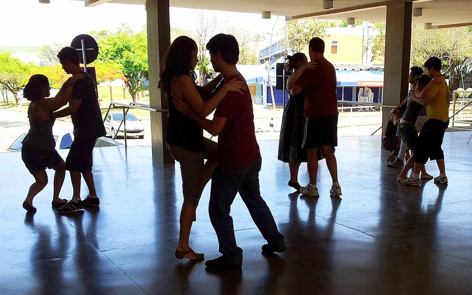 Grupo mineiro realiza workshop de dança de salão em Macapá
