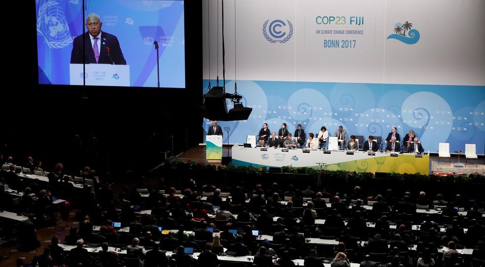 O novo presidente da COP 23, Frank Bainimarama, durante sessão de abertura da conferência em Bonn, na Alemanha  (Foto: Wolfgang/REUTERS)