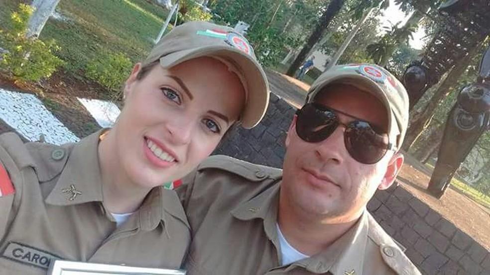 Caroline Pletsch e o marido dela, que também é PM, estavam de férias em Natal. Ambos foram baleados durante um assalto em uma pizzaria e socorridos, mas ela não resistiu  — Foto: Reprodução/ NSC TV