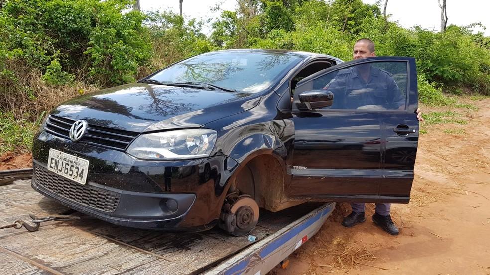 Polícia encontrou carro da jovem em estrada rural entre RIo Preto e Mirassol (SP) (Foto: Cássio Nigro/TV TEM)