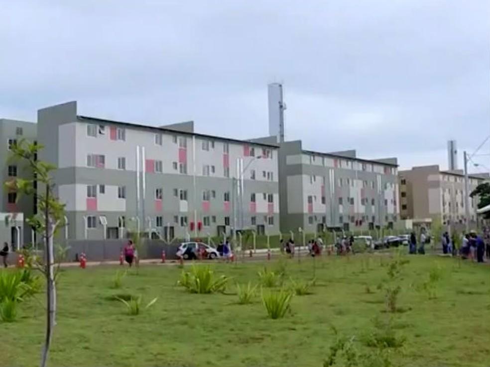 As chaves dos 2.560 apartamentos foram entregues aos contemplados. (Foto: Reprodução/TV TEM)