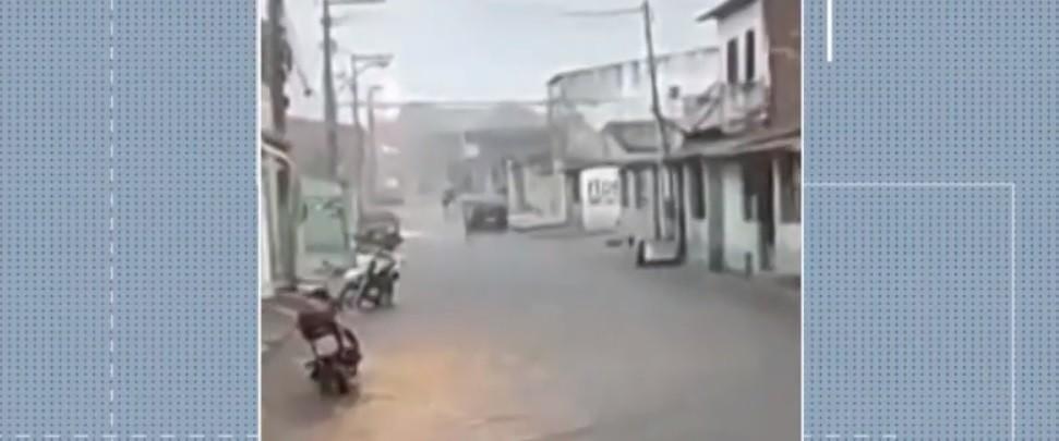 Chuva alaga ruas de Feira de Santana e causa estragos em casas; choveu 53 mm em 1 hora