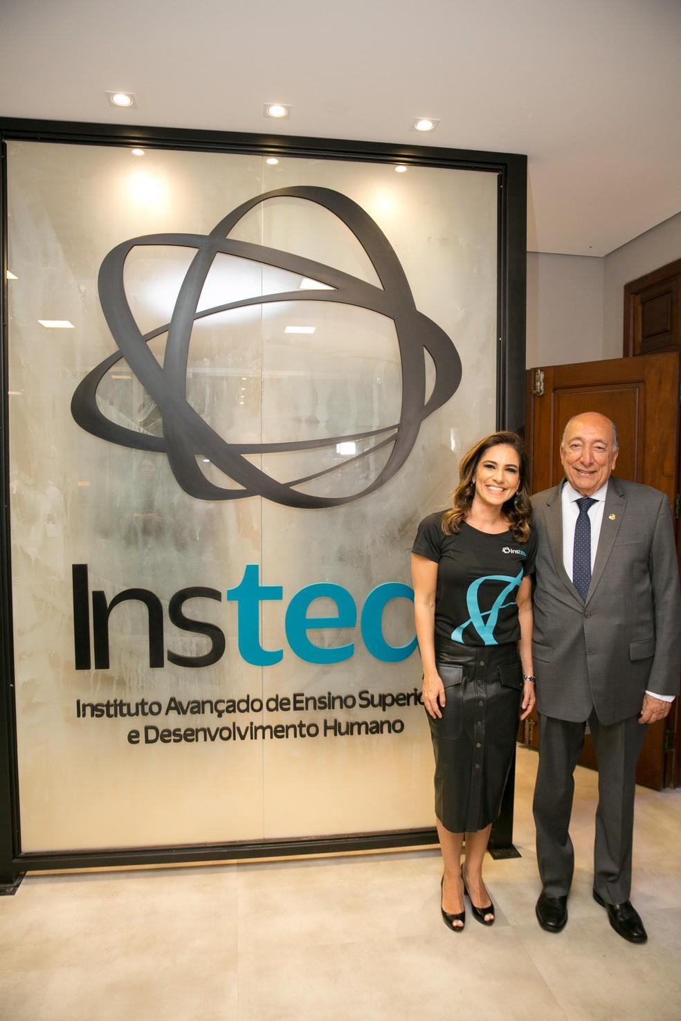 Professor Pedro Chaves e filha Neca Chaves Bumlai, diretora do Insted.  — Foto: Divulgação