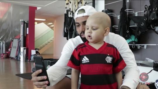 Conheça Paulinho, torcedor com  leucemia que tem Gabigol como herói