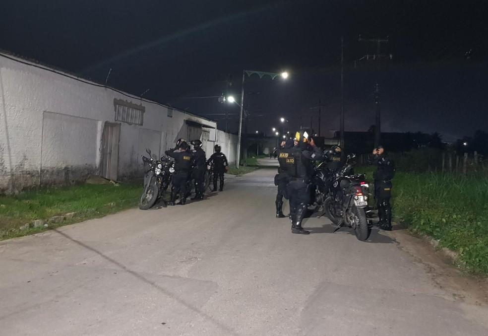 Quatro pessoas de uma mesma família são atingidas por tiros em Maracanaú. Polícia busca dupla de criminosos. — Foto: Rafaela Duarta/Sistema Verdes Mares