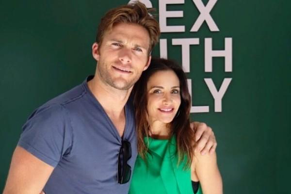 O ator Scott Eastwood com uma amiga (Foto: Instagram)
