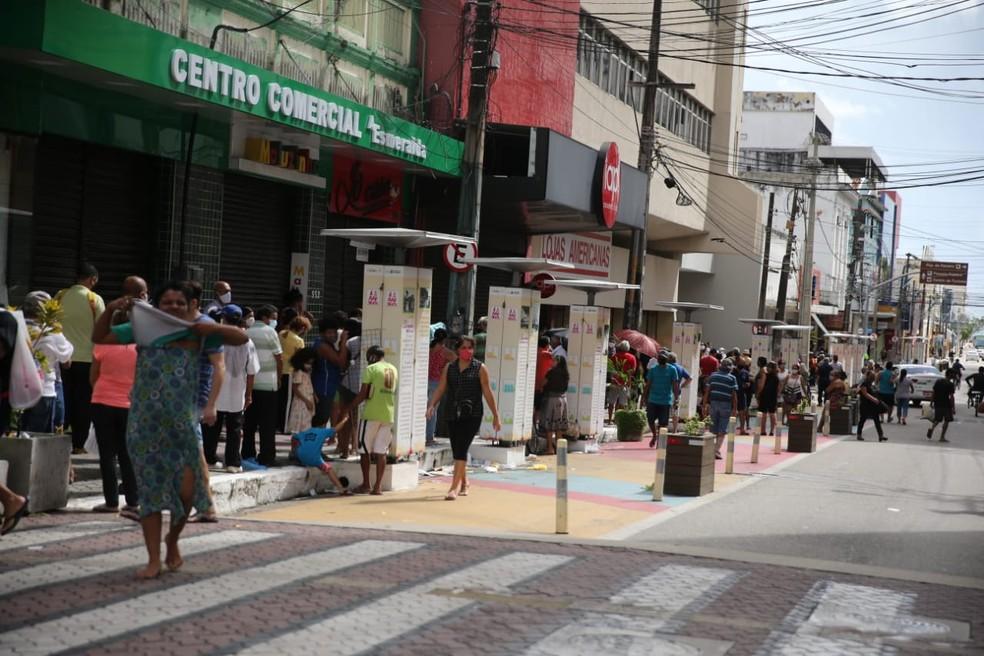 Centro de Fortaleza tem movimentação intensa nesta segunda-feira (1º) — Foto: José Leomar/Sistema Verdes Mares