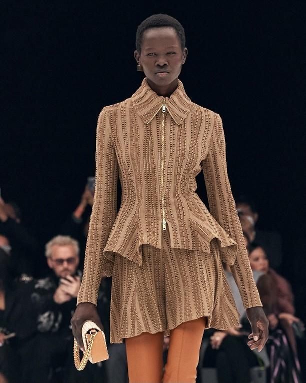 Minissaia em Paris: Givenchy (Foto: Divulgação )