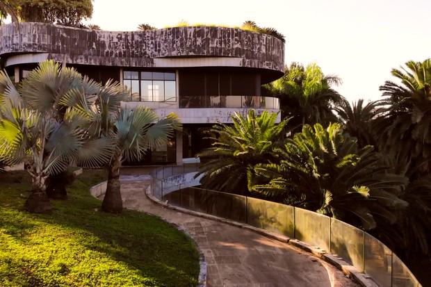Mansão projetada por Ruy Ohtake está à venda por R$ 70 milhões (Foto: Divulgação/MBRAS)