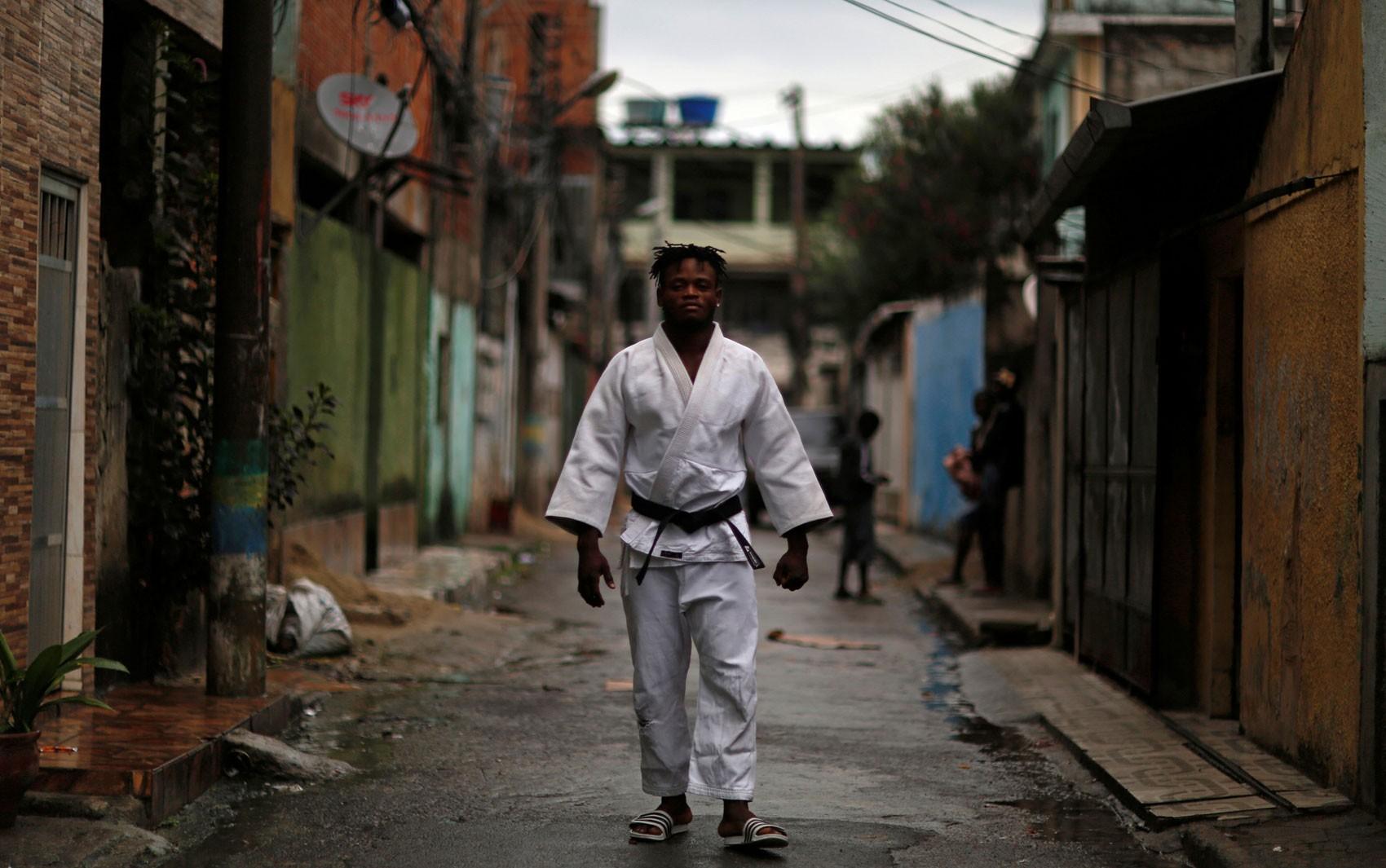 Refugiado congolês que vive no Rio de Janeiro perde nas Olimpíadas; conheça o judoca Popole Misenga