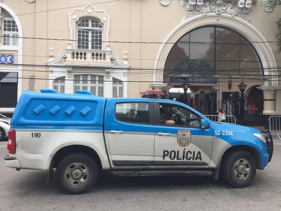 Polícia Militar em São Januário (Foto: Clayton Conservani)
