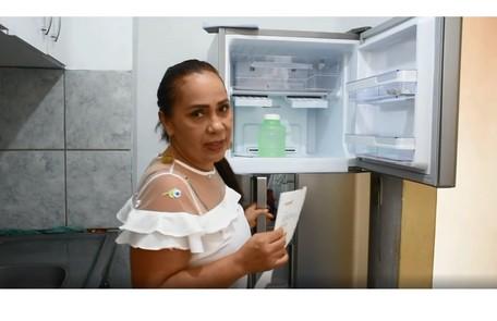 Dona Jacira mostra a cozinha da casa. Recentemente, eles ganharam novos eletrodomésticos Reprodução