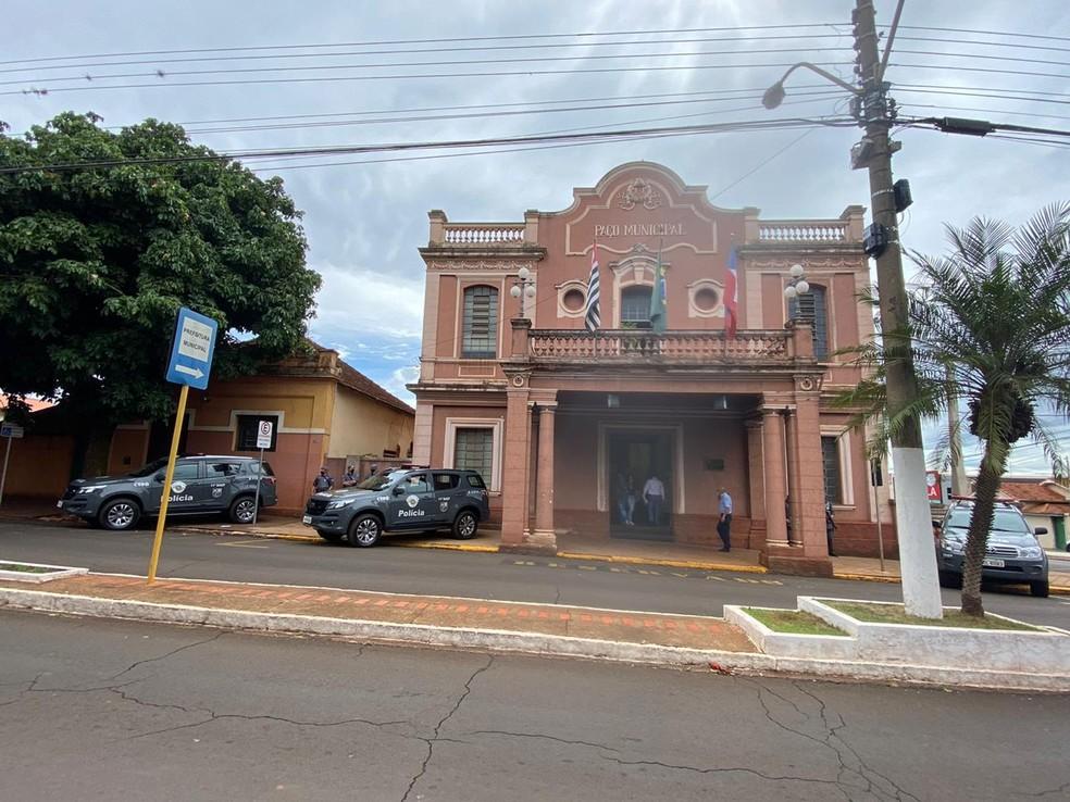 Prefeitura de Orlândia (SP) é alvo de busca e apreensões em operação do Ministério Público — Foto: Michelle Souza/CBN Ribeirão