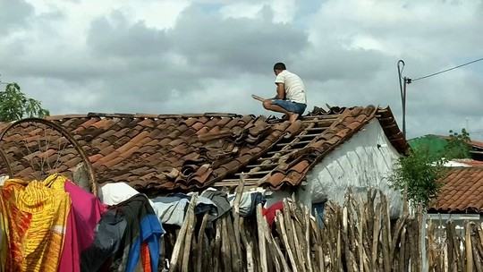Chuva de granizo destrói casas e assusta moradores de Santana do Acaraú