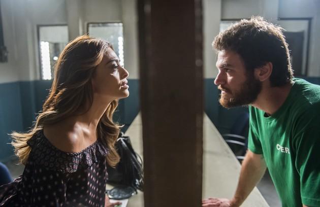 Na terça (17), Rubinho (Emílio Dantas) confessará a Bibi (Juliana Paes) que estava traficando drogas (Foto: João Miguel Júnior/ TV Globo)