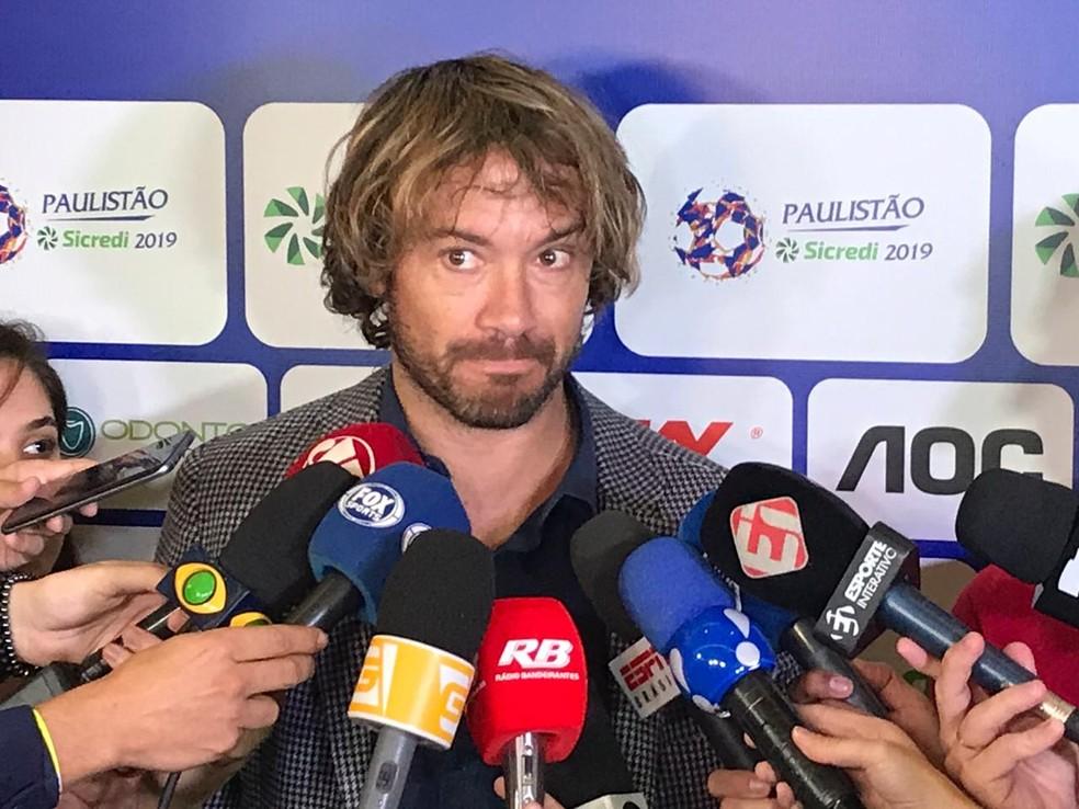 Lugano em entrevista na Federação Paulista de Futebol — Foto: Bruno Cassucci