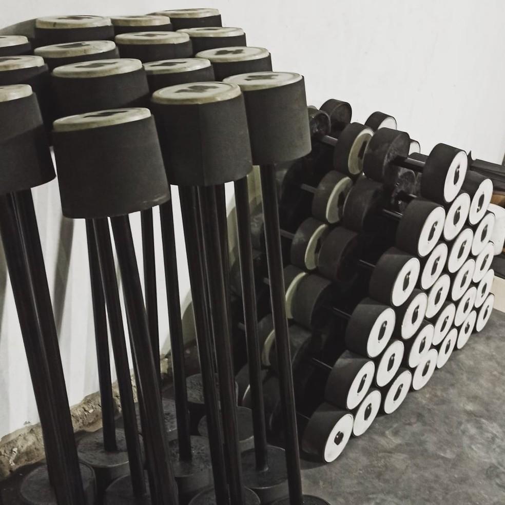 Produção de peso passou a ser feita em grande escala pela alta demanda de pedidos. — Foto: José Alex/Arquivo pessoal