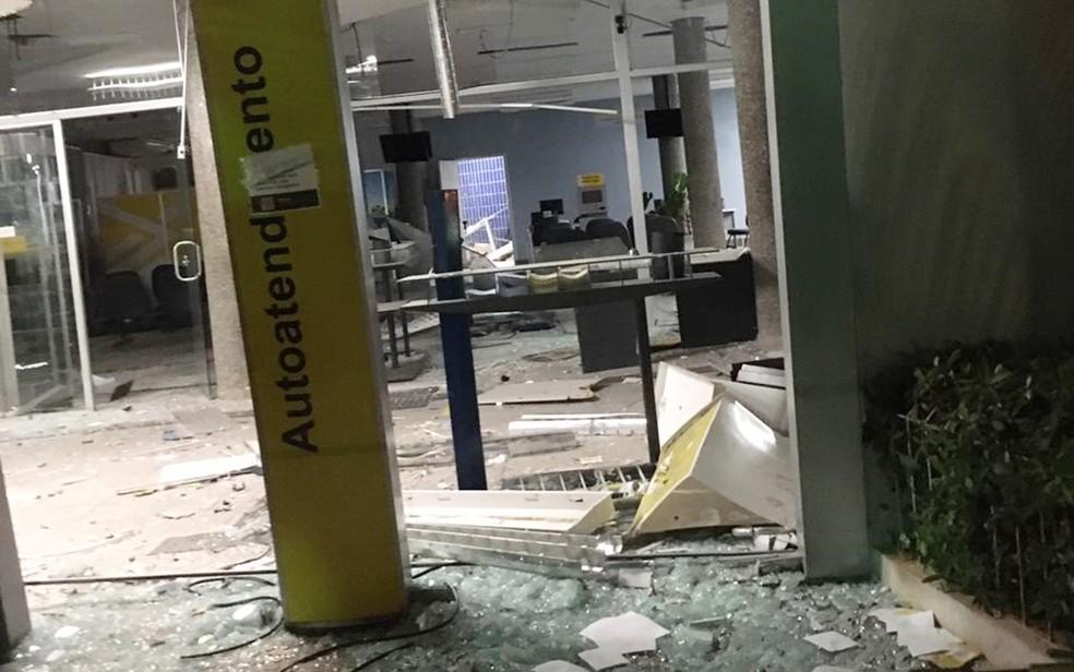 Quadrilha explode agência bancária e troca tiros com militares em Jacuí, MG — Foto: Redes Sociais