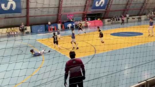 Paulo, de Campo Grande, faz embaixadinhas e uma pintura de gol, ganha a camiseta do 'Você no GE'