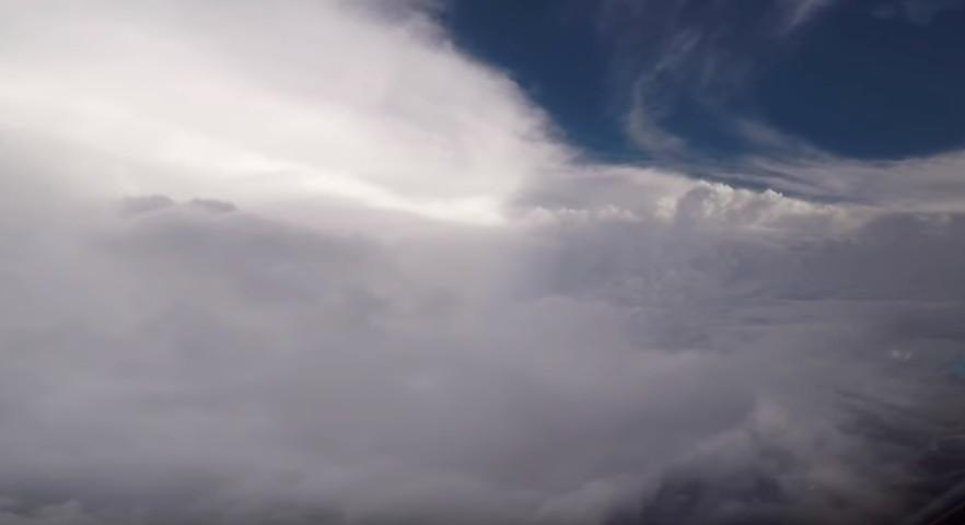 Registros feitos no avião mapeiam a extensão do furacão Florence (Foto: Reprodução/YouTube)