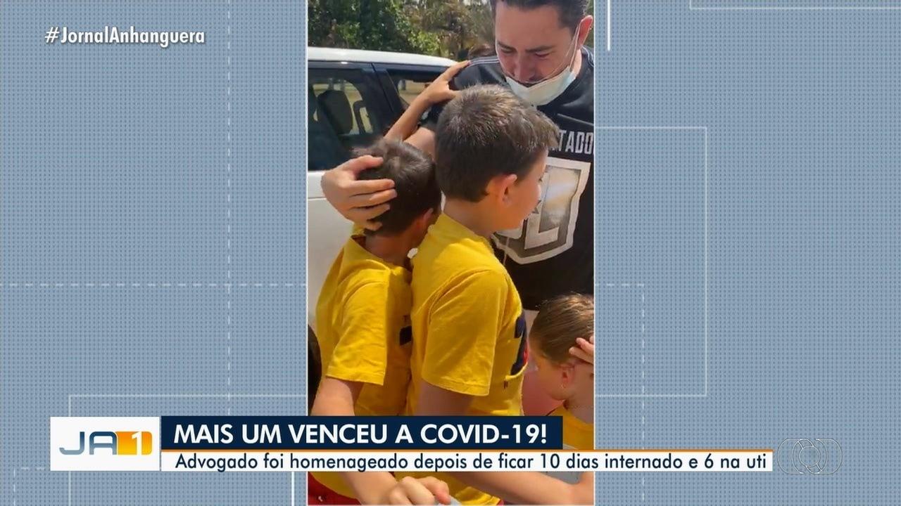 Filhos choram ao reencontrar pai que saiu do hospital após se curar da Covid-19