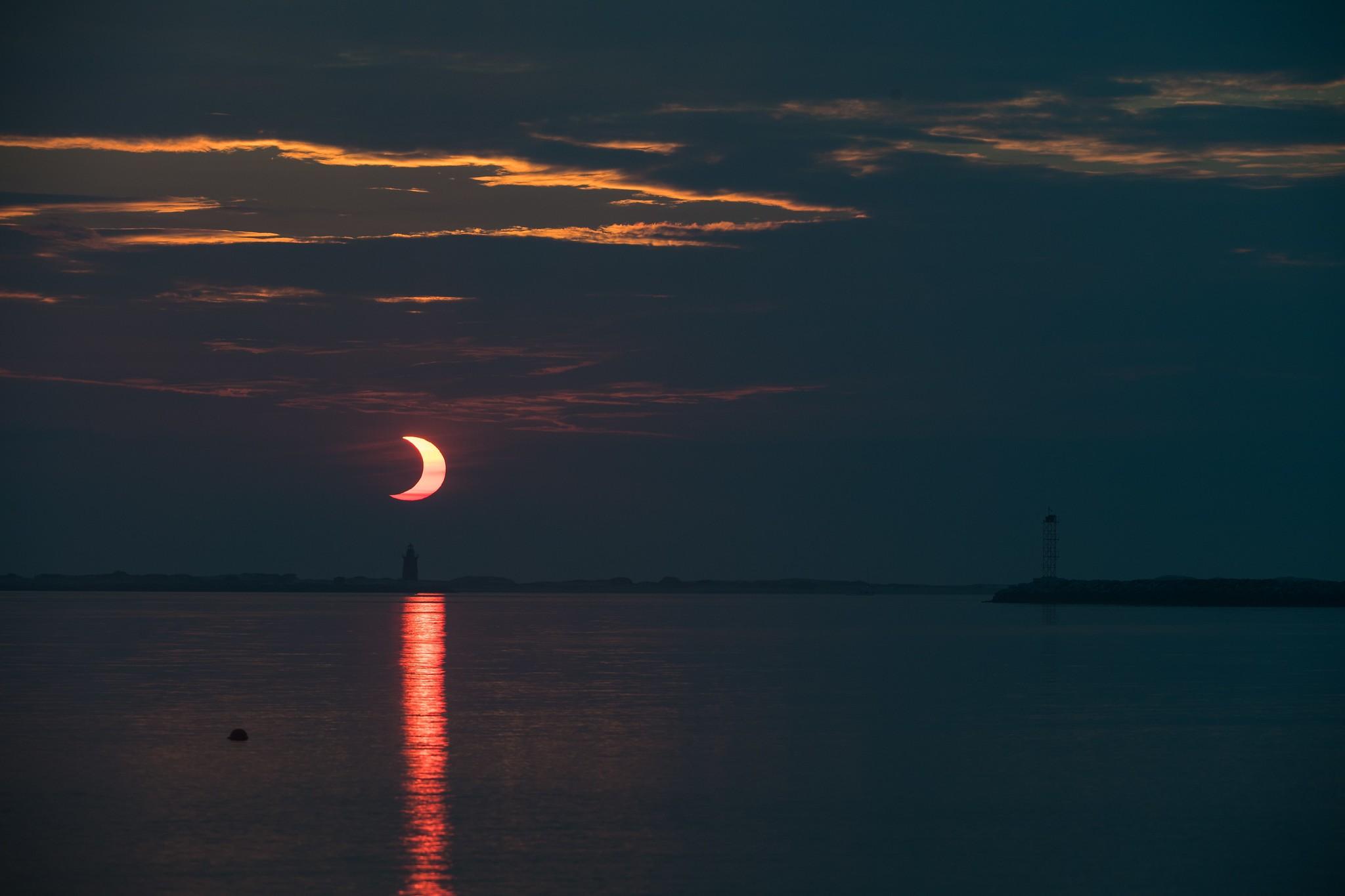 Eclipse solar anular do dia 10 de junho de 2021 visto da praia Lewes, em Delaware (Foto: NASA/Aubrey Gemignani)