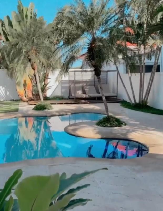 Juliette mostra piscina de nova casa (Foto: Reprodução/Instagram)