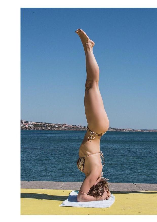Leticia Spiller faz yoga (Foto: Reprodução/Instagram)