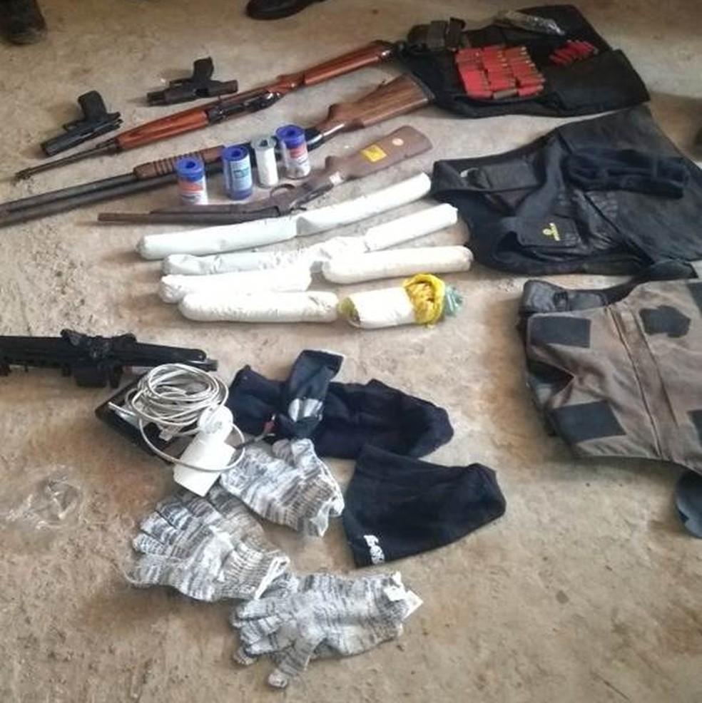 Armas e explosivos foram achados na casa de Jackson Veríssimo (Foto: Divulgação/Polícia Civil )