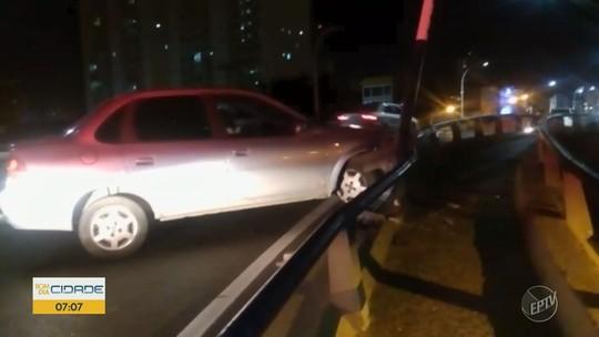 Motorista perde o controle do carro e bate em proteção metálica no Viaduto Cury, em Campinas