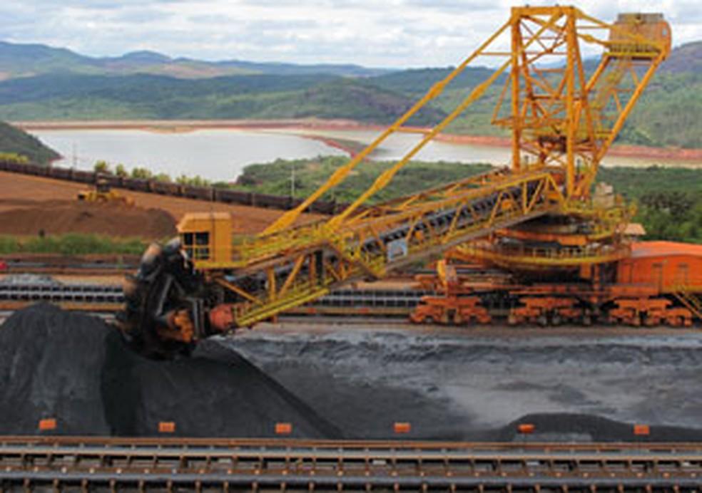 Carregamento de minério de ferro na Mina de Brucutu (MG) — Foto: Arquivo G1