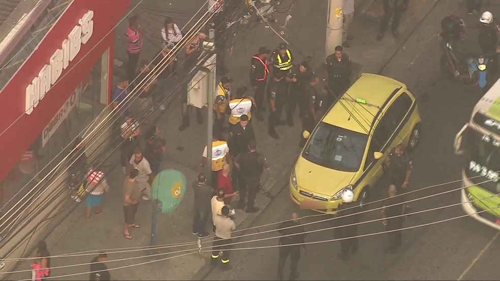 Criminoso foi morto e PM ficou ferido em troca de tiros no Méier (Foto: Reprodução/ TV Globo)